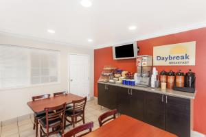 Las mejores ofertas de DAYS INN BY WYNDHAM ANAHEIM NEAR CONVENTION CENTER Anaheim